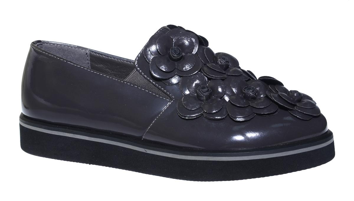 Туфли для девочки Болеро, цвет: темно-серый. D13399B. Размер 34D13399BОчаровательные туфли для девочки Болеро станут неотъемлемой частью повседневной жизни юной модницы.Модель выполнена из искусственной лакированной кожи и оформлена объемными цветами. Внутренняя отделка выполнена из натуральной кожи. Небольшие резинки на подъеме надежно фиксируют обувь на ноге ребенка, а формованный задник обеспечивает правильную установку стопы внутри туфель, предотвращая развитие деформаций.Стелька с супинатором, изготовленная из натуральной кожи, учитывает анатомические особенности строения детской стопы, обеспечивает профилактику от развития плоскостопия и гарантирует ногам ребенка ощущение комфорта и легкости при ходьбе.Толстая рифленая подошва из легкого полимерного термопластичного материала обладает высокой прочностью и гибкостью и обеспечивает надежное сцепление с различными поверхностями.