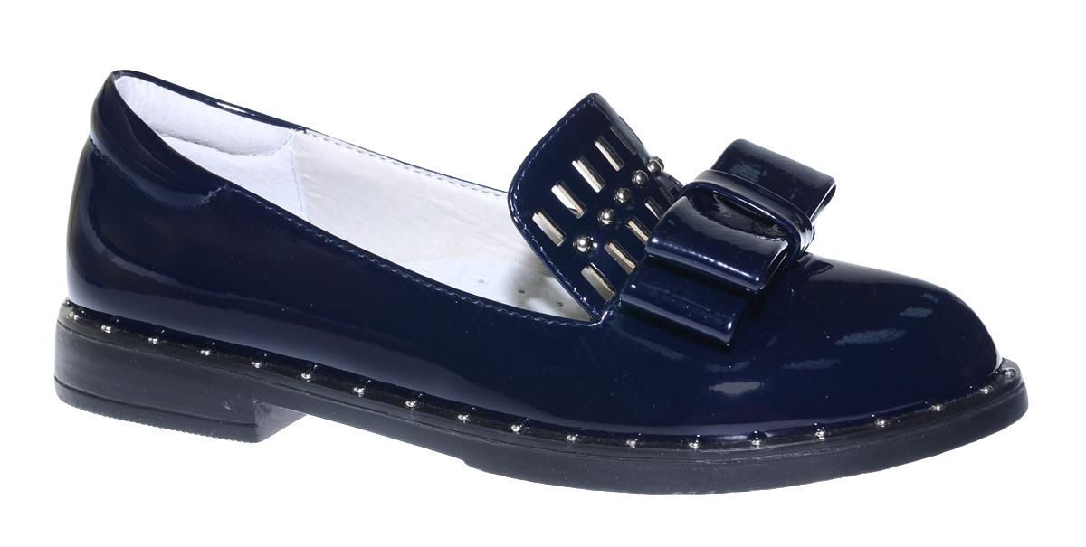 Туфли для девочки Болеро, цвет: темно-синий. D17112A. Размер 33D17112AОчаровательные туфли для девочки Болеро, стилизованные под лоферы, станут неотъемлемой частью повседневной жизни юной модницы.Модель выполнена из искусственной лакированной кожи и оформлена небольшим бантиком и перфорацией. Внутренняя отделка выполнена из натуральной кожи. Формованный задник обеспечивает правильную установку стопы внутри туфель, предотвращая развитие деформаций.Стелька с супинатором, изготовленная из натуральной кожи, учитывает анатомические особенности строения детской стопы, обеспечивает профилактику от развития плоскостопия и гарантирует ногам ребенка ощущение комфорта и легкости при ходьбе.Рифленая подошва с широким каблуком из легкого полимерного термопластичного материала обладает высокой прочностью и гибкостью и обеспечивает надежное сцепление с различными поверхностями.