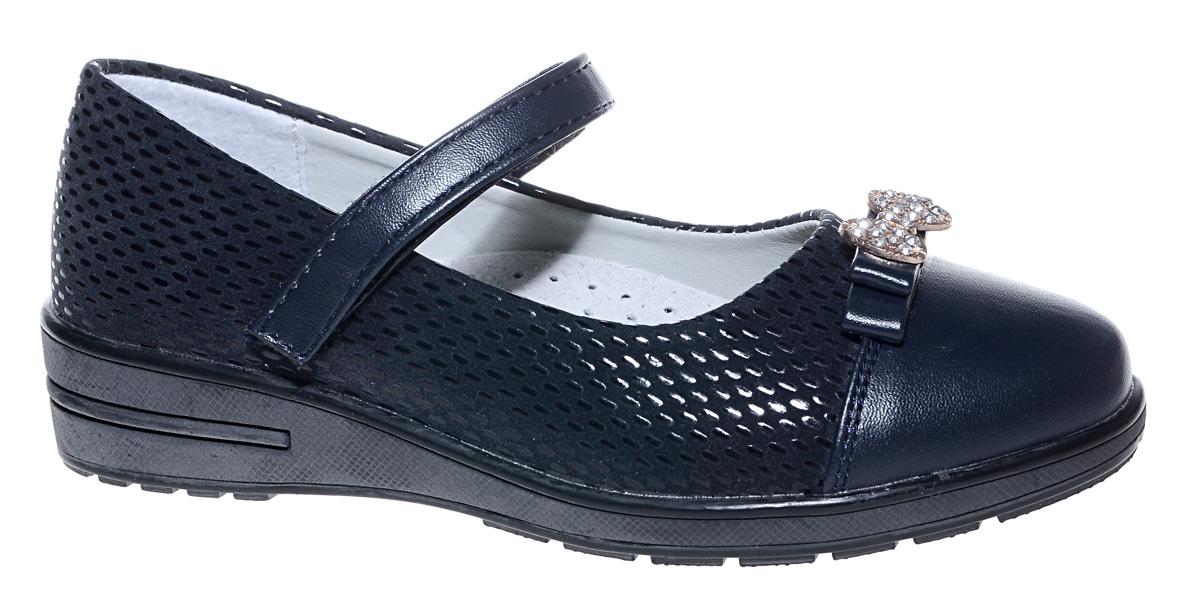 Туфли для девочки Мифер, цвет: темно-синий. 7217H-2. Размер 337217H-2Прелестные туфли от бренда Мифер придутся по душе вашей юной моднице! Модель изготовлена из искусственной кожи, оформлена декоративным тиснением и на мысе декорирована бантиком со стразами. Ремешок с застежкой-липучкой отвечает за надежную фиксацию модели на ноге. Внутренняя поверхность из натуральной кожи не натирает. Стелька из кожи дарит комфорт при носке. Подошва с рифлением обеспечивает идеальное сцепление с любыми поверхностями. Стильные туфли - незаменимая вещь в гардеробе каждой девочки.
