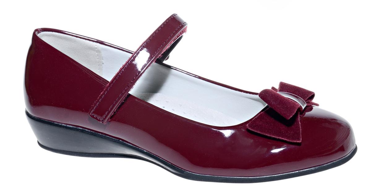 Туфли для девочки М+Д, цвет: красный. 7490_20. Размер 377490_20Стильные туфли для девочки от М+Д выполнены из искусственной лаковой кожи. Модель на небольшой танкетке на подъеме дополнена ремешком на липучке, который надежно фиксирует обувь на ноке. Туфли оформлены очаровательным бантиком.