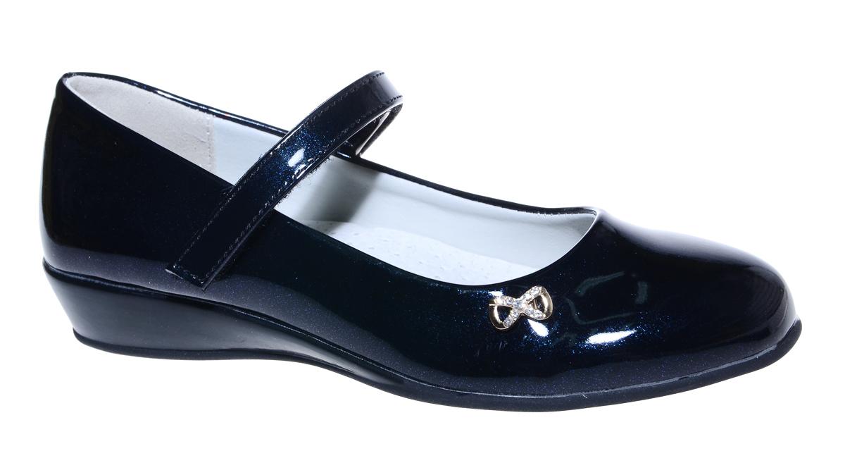 Туфли для девочки М+Д, цвет: темно-синий. 7805_2. Размер 327805_2Стильные туфли для девочки от М+Д выполнены из искусственной лаковой кожи. Модель на небольшой танкетке на подъеме фиксируется при помощи ремешка на липучке. Туфли оформлены небольшим металлическим элементом.