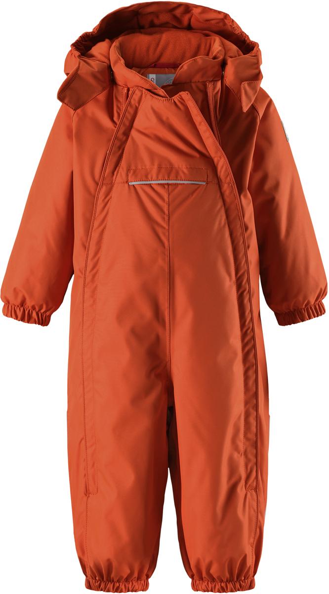 Комбинезон детский Reima Reimatec Copenhagen, цвет: оранжевый. 5102692850. Размер 985102692850В этом стильном зимнем комбинезоне от Reima дети могут гулять целый день и при этом не намокнуть. Водо- и ветронепроницаемый комбинезон изготовлен из прочного, дышащего материала. Благодаря двум симпатичным молниям во всю длину, этот комбинезон легко надевается, а утепленная задняя часть обеспечит сухость во время зимних забав. Комбинезон с гладкой стеганой подкладкой из полиэстера легко надевать и очень удобно носить с теплым промежуточным слоем. Передний карман на молнии надежно сбережет все найденные на прогулке сокровища. Силиконовые штрипки позаботятся о том, чтобы брючины оставались на своем месте. Съемный капюшон обеспечит защиту от пронизывающего ветра и безопасность во время игр на свежем воздухе. Кнопки легко отстегиваются, если капюшон случайно за что-нибудь зацепится. По краю капюшон снабжен эластичной резинкой.Средняя степень утепления.
