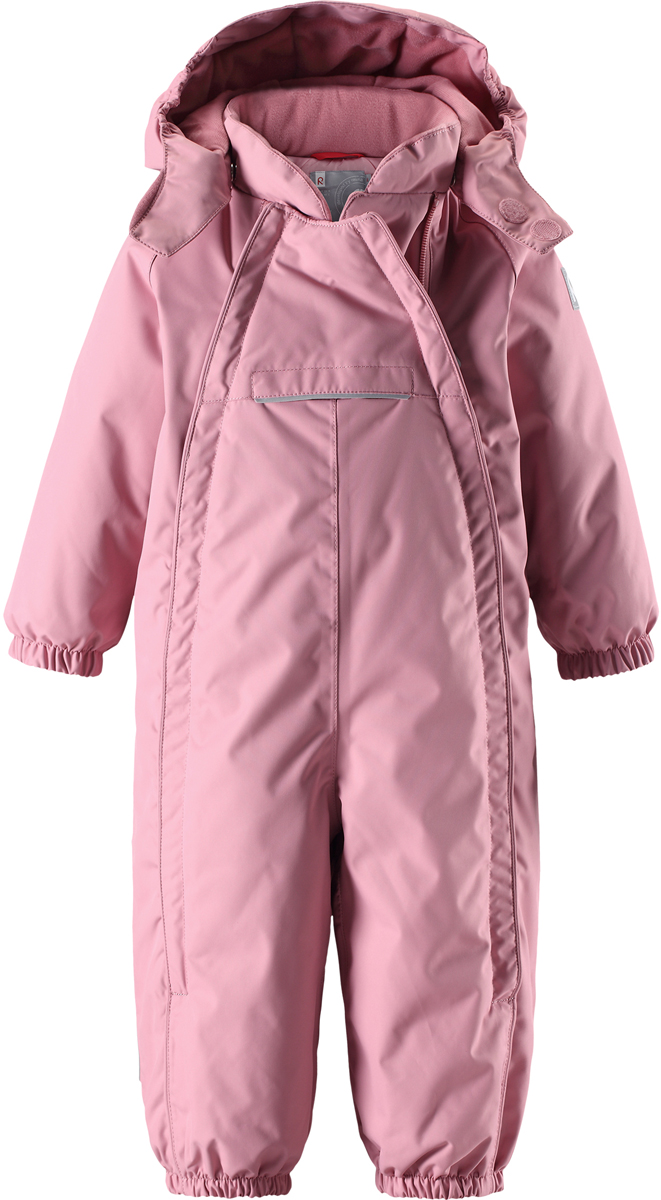 Комбинезон детский Reima Reimatec Copenhagen, цвет: светло-розовый. 5102694320. Размер 865102694320В этом стильном зимнем комбинезоне от Reima дети могут гулять целый день и при этом не намокнуть. Водо- и ветронепроницаемый комбинезон изготовлен из прочного, дышащего материала. Благодаря двум симпатичным молниям во всю длину, этот комбинезон легко надевается, а утепленная задняя часть обеспечит сухость во время зимних забав. Комбинезон с гладкой стеганой подкладкой из полиэстера легко надевать и очень удобно носить с теплым промежуточным слоем. Передний карман на молнии надежно сбережет все найденные на прогулке сокровища. Силиконовые штрипки позаботятся о том, чтобы брючины оставались на своем месте. Съемный капюшон обеспечит защиту от пронизывающего ветра и безопасность во время игр на свежем воздухе. Кнопки легко отстегиваются, если капюшон случайно за что-нибудь зацепится. По краю капюшон снабжен эластичной резинкой.Средняя степень утепления.
