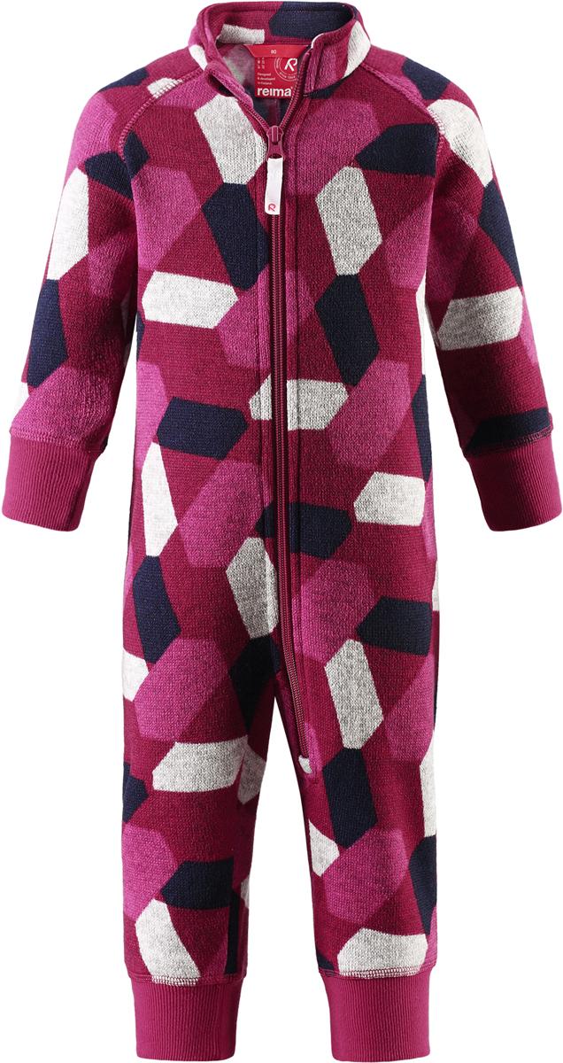 Комбинезон флисовый детский Reima Myytti, цвет: розовый. 5163113925. Размер 865163113925Комбинезон от Reima из мягкого меланжевого флиса идеально подходит для ранней осени, кроме того, его можно носить в качестве промежуточного слоя в зимнюю пору. Мягкий вязаный меланжевый флис очень стильно смотрится, он мягкий и уютный, как пряжа, но при этом имеет все достоинства флиса. Флис – теплый и дышащий материал, который быстро сохнет и не парит. Молния во всю длину облегчает надевание, а защита для подбородка не даст поцарапать шею и подбородок.