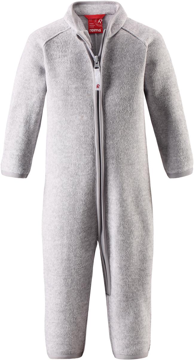 Комбинезон флисовый детский Reima Tahti, цвет: светло-серый. 5163209130. Размер 805163209130Легкий и мягкий флисовый комбинезон, поддетый под верхнюю одежду, согреет малышей в морозные зимние дни, но при этом его можно носить и в помещении! Этот флисовый комбинезон для малышей снабжен молнией во всю длину, чтобы облегчить процесс надевания, и защитой для подбородка, которая не даст поцарапать шею и подбородок. Он сшит из мягкого и очень популярного меланжевого вязаного флиса, который объединил в себе стильный вязаный дизайн и все преимущества флиса: теплый и приятный на ощупь флис быстро сохнет, выводя влагу в верхние слои одежды – идеальный выбор для активных прогулок и веселых приключений на свежем воздухе!