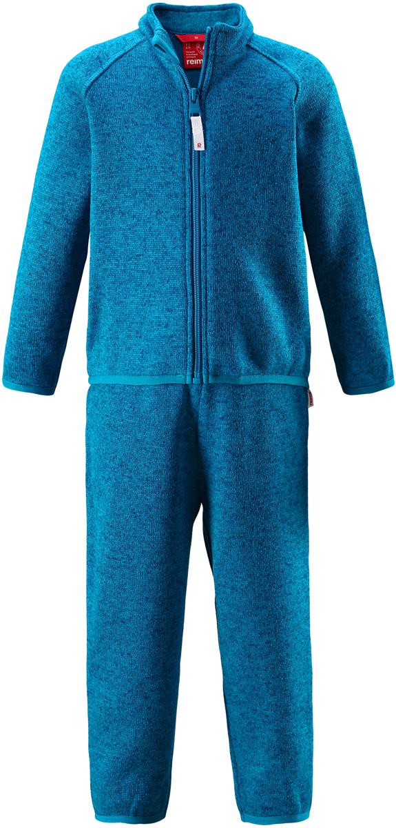 Комплект одежды детский Reima Tahto: кофта, брюки, цвет: синий. 5163216490. Размер 805163216490Легкий и мягкий флисовый комплект, поддетый под верхнюю одежду, согреет малышей в морозные зимние дни, но при этом его можно носить и в помещении! Верх этого комплекта снабжен молнией во всю длину, чтобы облегчить процесс надевания, и защитой для подбородка, которая не даст поцарапать шею и подбородок. Удлиненная спинка хорошо закрывает поясницу. Он сшит из мягкого и очень популярного меланжевого вязаного флиса, который объединил в себе стильный вязаный дизайн и все преимущества флиса: теплый и приятный на ощупь флис быстро сохнет, выводя влагу в верхние слои одежды – идеальный выбор для активных прогулок и веселых приключений на свежем воздухе!