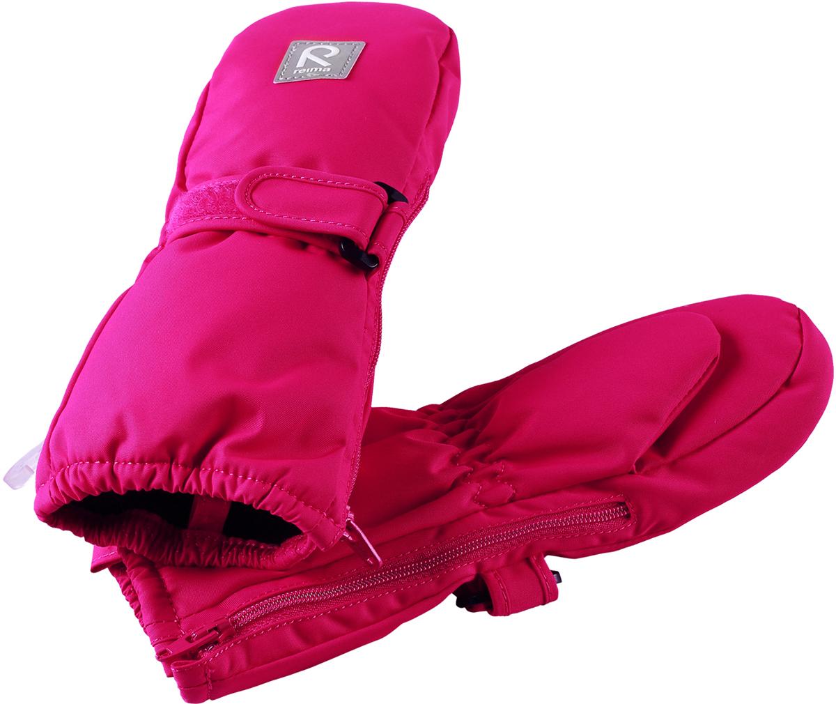 Варежки детские Reima Tassu, цвет: розовый. 5171613560. Размер 05171613560Эти мягкие и удобные утепленные варежки для малышей пользуются неизменным успехом. Зимние варежки изготовлены из водо- и ветронепроницаемого, дышащего материала с водо- и грязеотталкивающей поверхностью. В этих варежках нет водонепроницаемой мембраны, поэтому они могут промокать. Утепленная модель отлично подойдет для сухой морозной зимней поры, а для дополнительного утепления и комфорта в сильную стужу рекомендуется поддевать под них теплые шерстяные варежки. Благодаря молнии, эти варежки легко надеть на ручки, а мягкая трикотажная подкладка из полиэстера очень приятна на ощупь.Средняя степень утепления.
