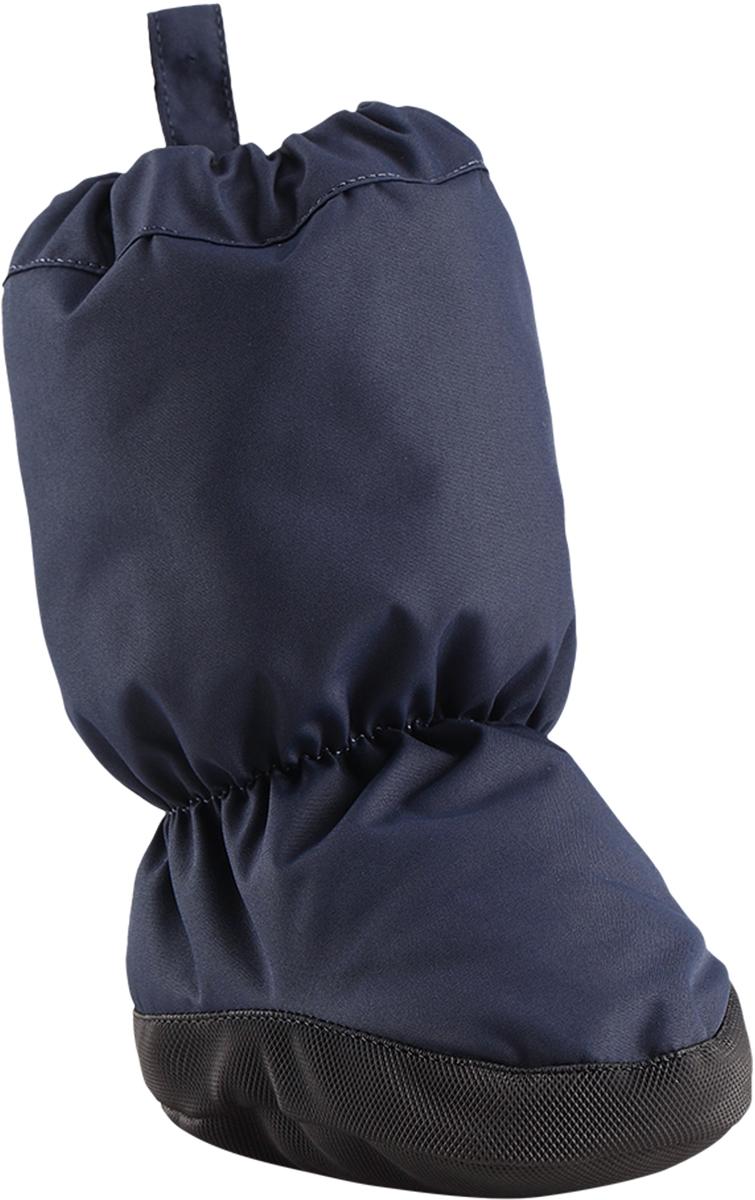 Пинетки утепленные Reima Antura, цвет: темно-синий. 5171626980. Размер 15171626980В утепленных пинетках для самых маленьких ножкам будет тепло и сухо. Они изготовлены из дышащего водонепроницаемого материала, однако швы в них не проклеены – так что лужи придется обходить! Ребристая нескользящая подошва поможет сделать первые шаги на свежем воздухе, кроме того, материал отталкивает грязь. А с мягкой трикотажной подкладкой с начесом в пинетках невероятно удобно.Средняя степень утепления.