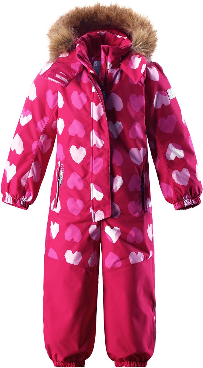 Комбинезон детский Reima Reimatec Oulu, цвет: розовый, белый. 5202083561. Размер 1405202083561Абсолютно непромокаемый и прочный детский зимний комбинезон Reimatec с полностью проклеенными швами. Суперпрочные усиления на задней части, коленях и концах брючин. Этот практичный комбинезон изготовлен из ветронепроницаемого и дышащего материала, поэтому вашему ребенку будет тепло и сухо, к тому же он не вспотеет. Комбинезон снабжен гладкой подкладкой из полиэстера. В этом комбинезоне талия при необходимости легко регулируется, что позволяет подогнать комбинезон точно по фигуре. А еще он снабжен эластичными манжетами на рукавах и концах брючин, которые регулируются застежкой на кнопках. Внутри комбинезона имеются удобные подтяжки, благодаря которым дети могут снять верхнюю часть, например, во время похода в магазин. Подтяжки поддерживают верхнюю часть на бедрах, обеспечивая комфорт при входе в помещение и не позволяя комбинезону тащится по полу. Съемный капюшон защищает от пронизывающего ветра, а еще он безопасен во время игр на свежем воздухе. Снабжен мягкой съемной оторочкой из искусственного меха. Кнопки легко отстегиваются, если капюшон случайно за что-нибудь зацепится. Съемные силиконовые штрипки не дают концам брючин выбиваться из обуви, бегай сколько хочешь! Два кармана на молнии и специальный карман для сенсора ReimaGO. Материал имеет грязеотталкивающую поверхность, и при этом его можно сушить в сушильной машине. Светоотражающие детали довершают образ.Средняя степень утепления.