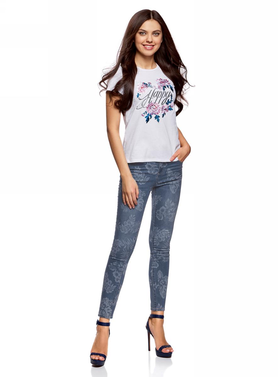 Джинсы женские oodji Ultra, цвет: синий джинс. 12106147/46810/7500W. Размер 30-32 (50-32)12106147/46810/7500WЖенские джинсы-скинни oodji выполнены из высококачественного материала на основе хлопка. Укороченные джинсы застегиваются на пуговицу в поясе и ширинку на застежке-молнии, дополнены шлевками для ремня. Спереди модель дополнена двумя втачными карманами, одним маленьким накладным, а сзади - двумя накладными карманами. Изделие оформлено оригинальным принтом.