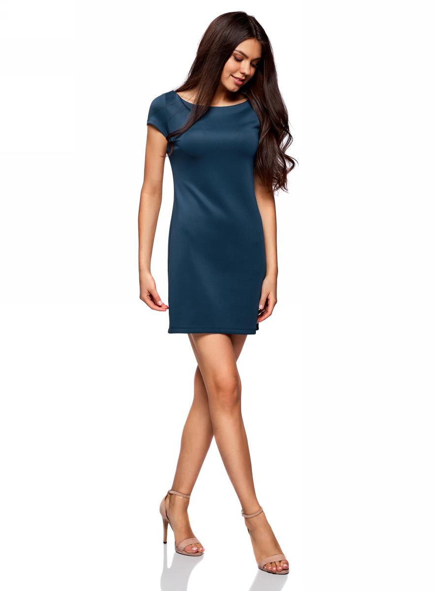 Платье oodji Ultra, цвет: темно-синий. 14001117-5B/45344/7901N. Размер XXS (40)14001117-5B/45344/7901NКрасивое трикотажное платье облегающего силуэта с коротким рукавом. Короткое платье смотрится соблазнительно и привлекает внимание к ногам. Небольшой вырез-лодочка слегка оголяет плечи и вносит в образ кокетливые нотки. Трикотаж из смеси полиэстера и эластана хорошо тянется, приятен на ощупь. Платье идеально садится по фигуре и не стесняет движений. Короткое трикотажное платье отлично подойдет для создания соблазнительных женственных образов. В нем можно пойти на свидание, прогуляться по магазинам или встретиться с друзьями. Платье отлично смотрится само по себе, но можно и дополнить его джинсовой курткой, удлиненным жилетом или кардиганом. В этом платье вы будете выглядеть очаровательно в любой ситуации!