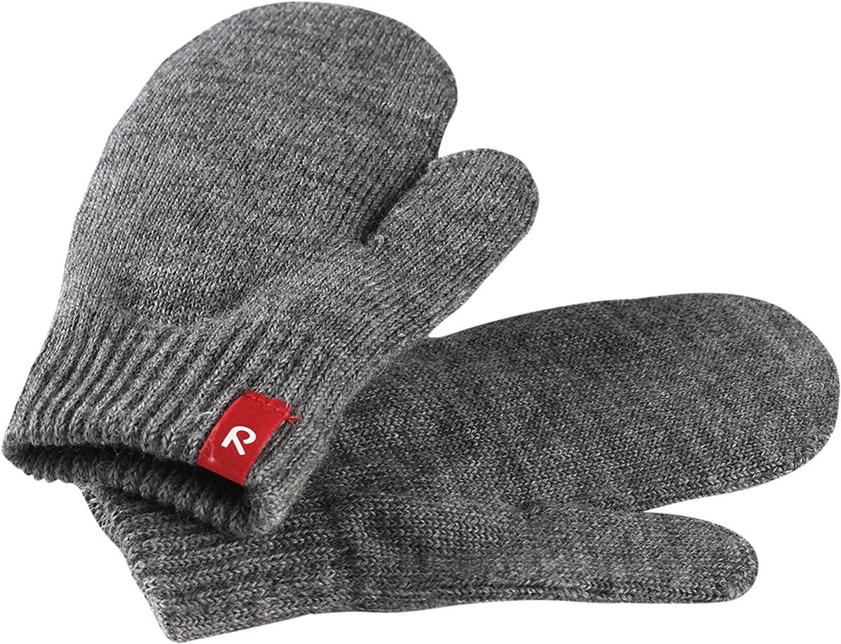 Варежки детские Reima Stig, цвет: серый. 5272739400. Размер 55272739400Варежки Reima Stig выполнены из упругой шерстяной смесовой пряжи, которая дарит тепло и ощущение комфорта ранней осенью. Манжеты связаны резинкой и оформлены текстильным ярлычком с названием бренда. Варежки идеально подходят для носки под водонепроницаемыми рукавицами.