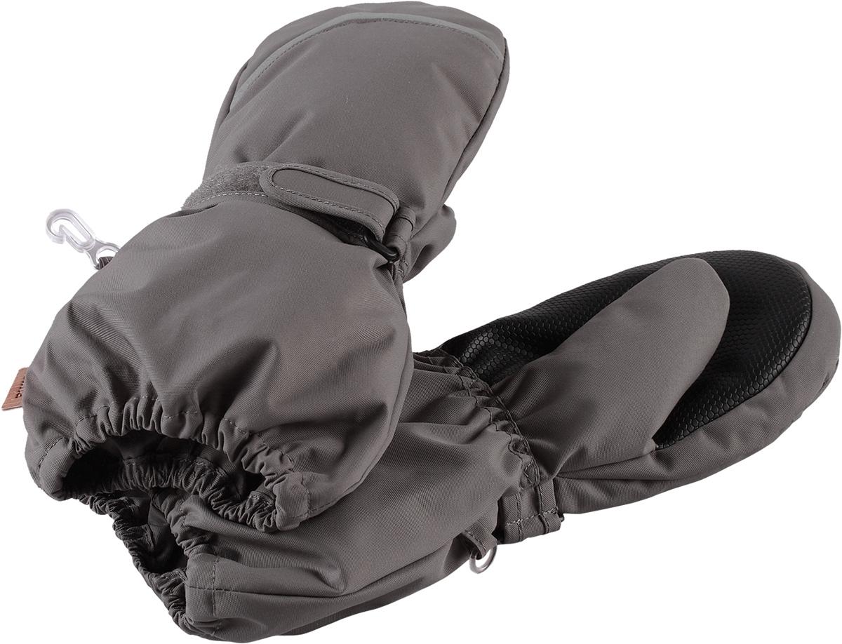 Варежки детские Reima Tomino, цвет: серый. 5272929390. Размер 65272929390Очень теплые зимние варежки для малышей и детей постарше специально созданы для прогулок в морозный день. Легкий утеплитель и теплая полушерстяная ворсовая подкладка гарантируют тепло и комфорт на весь день. Усиления и специальное ребристое покрытие на ладони и большом пальце гарантируют крепкий захват и хорошее сцепление со скользкой поверхностью. Зимние варежки изготовлены из ветронепроницаемого, дышащего материала с верхним водо- и грязеотталкивающим слоем. Эти теплые варежки отлично подойдут для морозных и сухих зимних дней – они могут промокать, хоть и сшиты из водоотталкивающего материала.Высокая степень утепления.