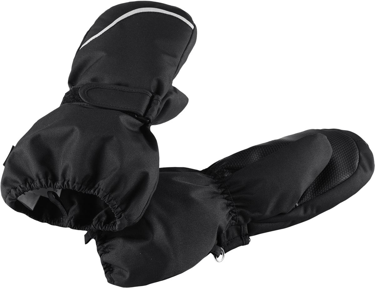Варежки детские Reima Tomino, цвет: черный. 5272929990. Размер 45272929990Очень теплые зимние варежки для малышей и детей постарше специально созданы для прогулок в морозный день. Легкий утеплитель и теплая полушерстяная ворсовая подкладка гарантируют тепло и комфорт на весь день. Усиления и специальное ребристое покрытие на ладони и большом пальце гарантируют крепкий захват и хорошее сцепление со скользкой поверхностью. Зимние варежки изготовлены из ветронепроницаемого, дышащего материала с верхним водо- и грязеотталкивающим слоем. Эти теплые варежки отлично подойдут для морозных и сухих зимних дней – они могут промокать, хоть и сшиты из водоотталкивающего материала.Высокая степень утепления.
