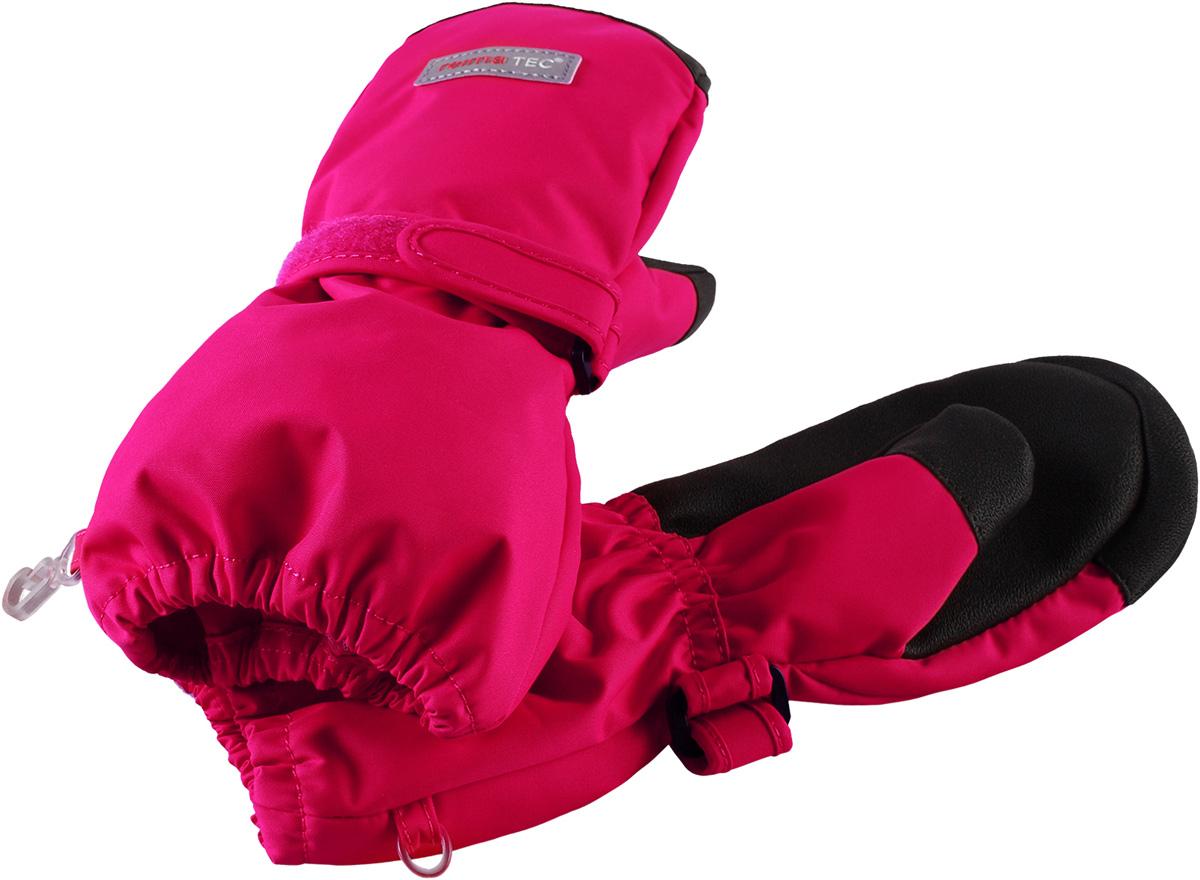 Варежки детские Reima Reimatec Askare, цвет: розовый. 5272863560. Размер 55272863560Демисезонные варежки для малышей и детей постарше стали хитом продаж Reima благодаря своим суперхарактеристикам: они абсолютно водо- и ветронепроницаемые, но при этом дышащие. Теплая флисовая подкладка и усиления на ладонях, кончиках пальцев и на большом пальце гарантируют, что ваш ребенок сможет весело и активно гулять на свежем воздухе в любую погоду. Носить эти удобные и эластичные варежки – одно удовольствие. Спереди они снабжены удобной застежкой на липучке. В холодную погоду мы рекомендуем поддевать под них теплые варежки. Эти варежки пригодны для сушки в барабане – их быстро стирать и сушить.Легкая степень утепления.