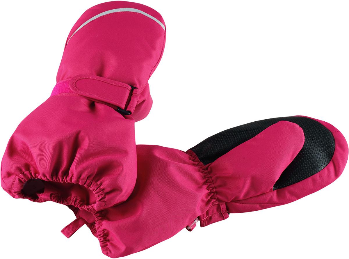 Варежки детские Reima Tomino, цвет: розовый. 5272923560. Размер 45272923560Очень теплые зимние варежки для малышей и детей постарше специально созданы для прогулок в морозный день. Легкий утеплитель и теплая полушерстяная ворсовая подкладка гарантируют тепло и комфорт на весь день. Усиления и специальное ребристое покрытие на ладони и большом пальце гарантируют крепкий захват и хорошее сцепление со скользкой поверхностью. Зимние варежки изготовлены из ветронепроницаемого, дышащего материала с верхним водо- и грязеотталкивающим слоем. Эти теплые варежки отлично подойдут для морозных и сухих зимних дней – они могут промокать, хоть и сшиты из водоотталкивающего материала.Высокая степень утепления.