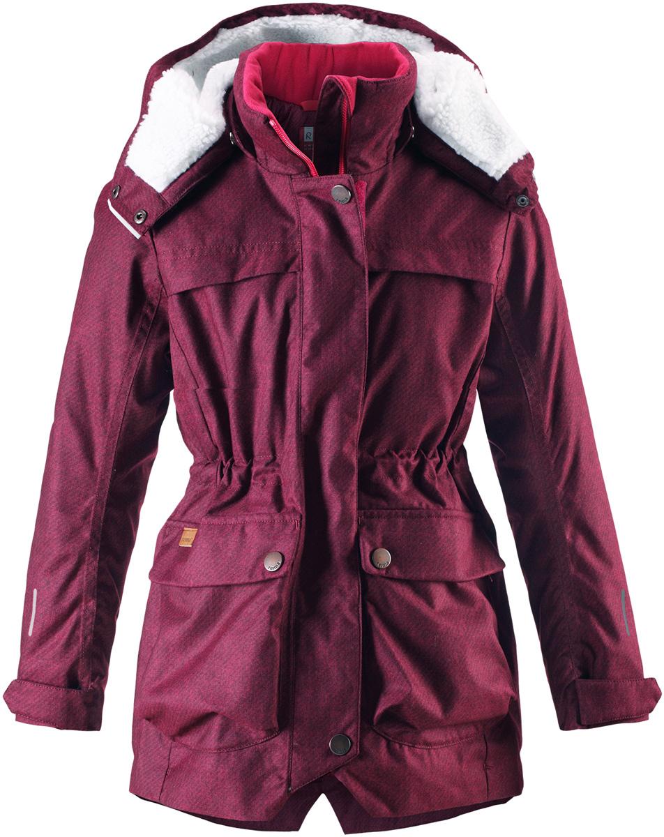 Куртка для девочки Reima Pirkko, цвет: сливовый. 5312923922. Размер 1285312923922Теплая, водо- и ветронепроницаемая зимняя куртка Reima для детей и подростков. Материал куртки не только водонепроницаемый, ветронепроницаемый и при этом дышащий, но также имеет водо- и грязеотталкивающую поверхность. Все основные швы проклеены, водонепроницаемы. Верхняя часть куртки и капюшон подбиты теплой стеганой подкладкой. Куртка снабжена съемным капюшоном, что обеспечивает дополнительную безопасность во время активных прогулок – капюшон легко отстегивается, если случайно за что-нибудь зацепится. Образ довершают практичные детали: завязки на талии, два больших кармана с клапанами, длинная молния высокого качества и светоотражающие элементы.Средняя степень утепления.