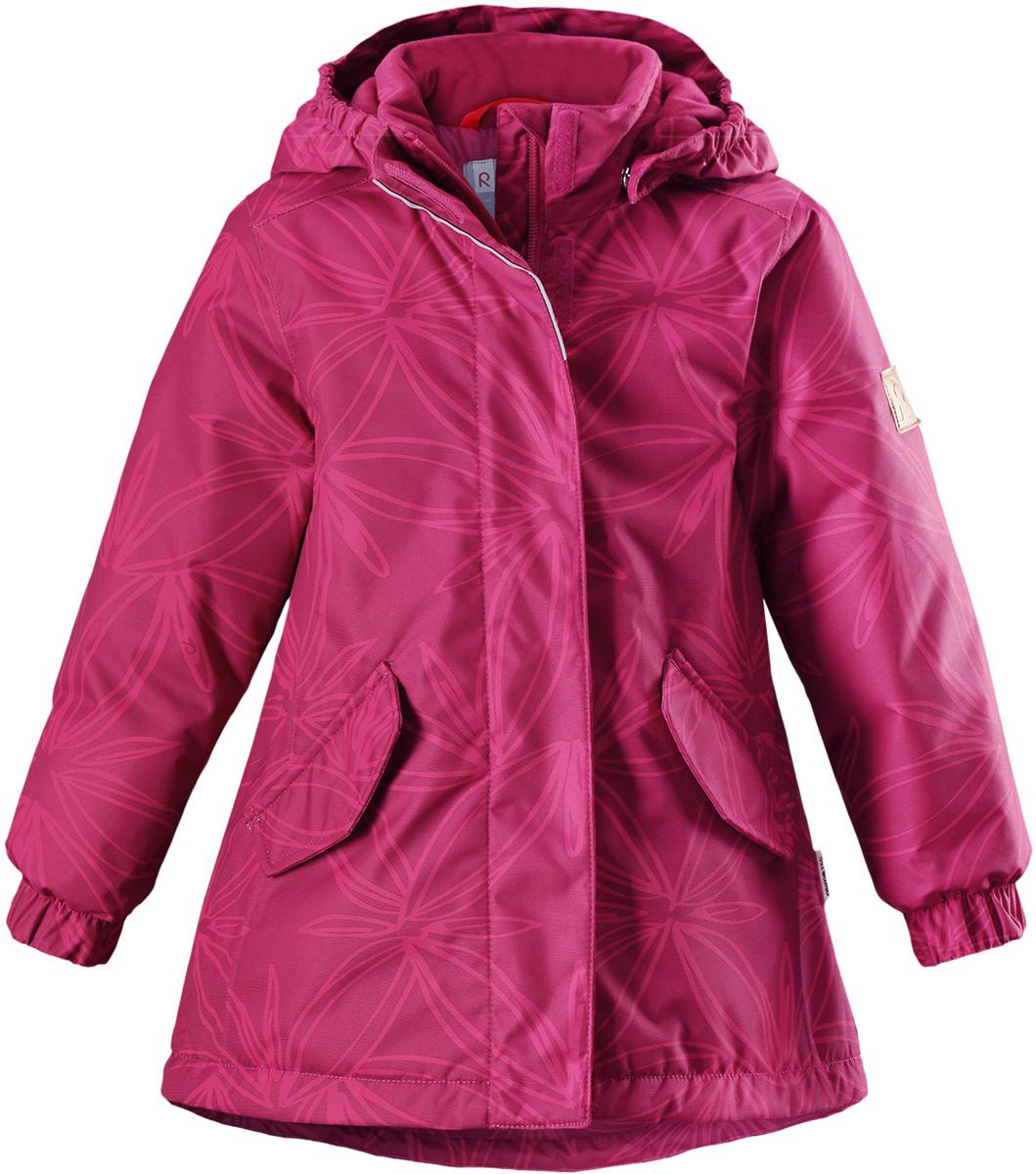 Куртка для девочки Reima Reimatec Jousi, цвет: розовый. 5215123926. Размер 1105215123926Детская зимняя куртка Reimatec изготовлена из износостойкого, водо- и ветронепроницаемого, дышащего материала с водо- и грязеотталкивающей поверхностью. Основные швы в куртке проклеены и водонепроницаемы, поэтому неожиданный снегопад или дождь не помешает веселым играм на свежем воздухе! Эта куртка с подкладкой из гладкого полиэстера легко надевается, и ее очень удобно носить. Благодаря регулируемой талии и подолу эта куртка прямого кроя отлично сидит по фигуре. Капюшон снабжен кнопками. Это обеспечивает дополнительную безопасность во время активных прогулок – капюшон легко отстегивается, если случайно за что-нибудь зацепится. Эластичные манжеты, два передних кармана с клапанами и светоотражающие детали.Средняя степень утепления.