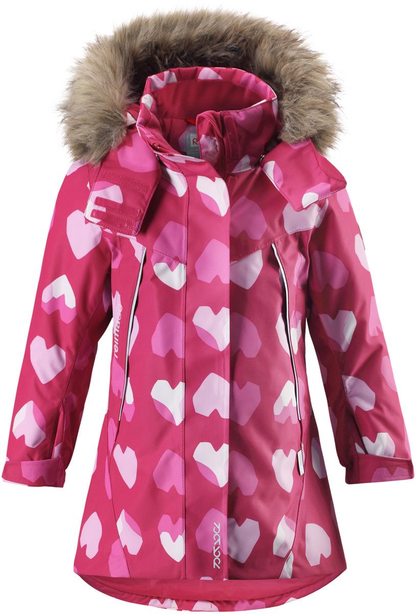 Куртка для девочки Reima Reimatec Muhvi, цвет: розовый, белый. 5215163561. Размер 1045215163561Теплая, водо- и ветронепроницаемая детская зимняя куртка Reimatec. Материал отталкивает грязь и хорошо дышит, так что ваш ребенок не вспотеет. Все швы проклеены, водонепроницаемы. Эта объемная модель отлично сидит благодаря сборке сзади на талии, а также регулируемым манжетам и подолу. Эта куртка с подкладкой из гладкого полиэстера легко надевается. С помощью удобной системы кнопок Play Layers к куртке можно присоединять разнообразную одежду промежуточного слоя Reima. В куртке предусмотрен съемный капюшон, отороченный съемной отделкой из искусственного меха, и множество светоотражающих деталей. В карманах на молнии можно хранить все самое важное, например, смартфон можно положить в нагрудный карман или в два передних кармана на молнии. А для сенсора ReimaGO имеется специальный карман с кнопками.Средняя степень утепления.