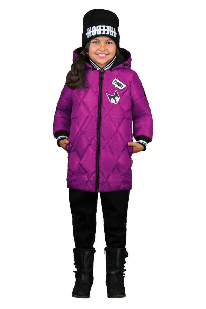 Комплект верхней одежды для девочки Boom!: куртка, брюки, цвет: фиолетовый, черный. 70349_BOG_вар.2. Размер 110, 5-6 лет70349_BOG_вар.2Комплект для девочки Boom! включает в себя куртку и брюки. Куртка с длинными рукавами и капюшоном выполнена из высококачественного материала и дополнена спереди аппликацией. Капюшон регулируется при помощи эластичного шнурка со стопперами. Рукава дополнены текстильной резинкой. Модель застегивается спереди на застежку-молнию. Изделие имеет два прорезных кармана спереди. Теплые брюки на талии дополнены широкой эластичной резинкой.
