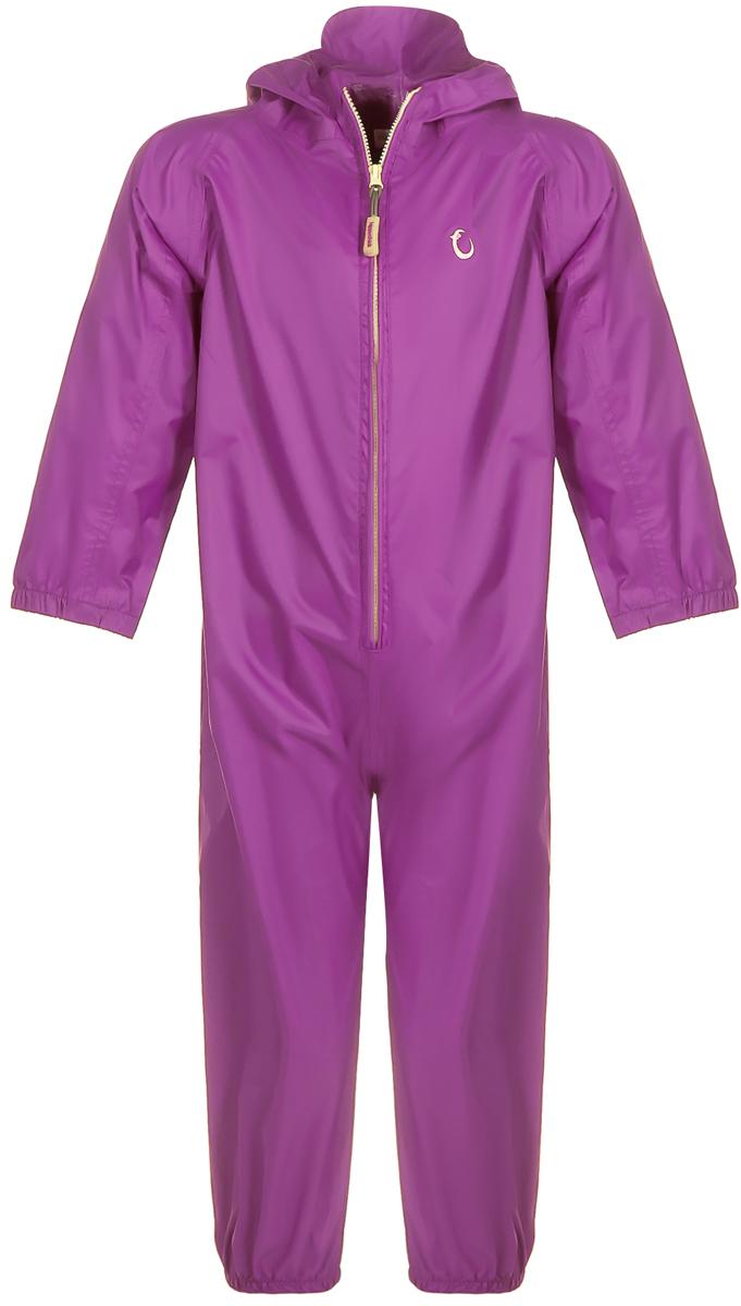 Комбинезон-дождевик детский Hippychick, цвет: фиолетовый. 002001800365. Размер 86/92, 18-24002001800Дождевик детский Hippychick просто незаменим в сырые летние дни. Так же как и вся одежда Hippychick он легкий, дышащий и 100% непромокаемый. Дождевик невероятно компактный. Сложенный в специальный мешочек, он легко поместиться в дамскую сумочку или даже просто в карман. С дождевиком Hippychick вы никогда не окажетесь застигнутыми врасплох внезапным дождем. Вы можете очень быстро надеть его во время прогулки или поездки прямо на одежду, в которой в данный момент оказался ваш ребенок. Благодаря дышащим свойствам мембранной ткани, вы можете забыть об испарине и липнущей к коже намокшей изнутри ткани. Вашему ребенку всегда будет сухо и тепло внутри дождевика Hippychick.Особенности конструкции:Горло ребенка надежно закрыто. В талии утянут резинкой, для точной подгонки размера. Рукава и штанины снабжены эластичными манжетами на резинках. Молния комбинезона прочная, безопасная и снабжена специальным клапаном, чтобы не натирать шею ребенка. Капюшон комбинезона снабжен небольшим козырьком для дополнительной защиты лица ребенка от дождя. Капюшон дополнен двумя резиновыми вставками по бокам.Материал: ветрозащитный, грязеотталкивающий, непромокаемый, дышащий, износостойкий. Ухаживать за непромокаемой одеждой Hippychick легко. Комбинезон-дождевик для детей не требует частой стирки, загрязнения легко удаляются с поверхности ткани влажной губкой.Водонепроницаемость - 3000 мм, воздухопроницаемость 3000 г/м2/24 ч.
