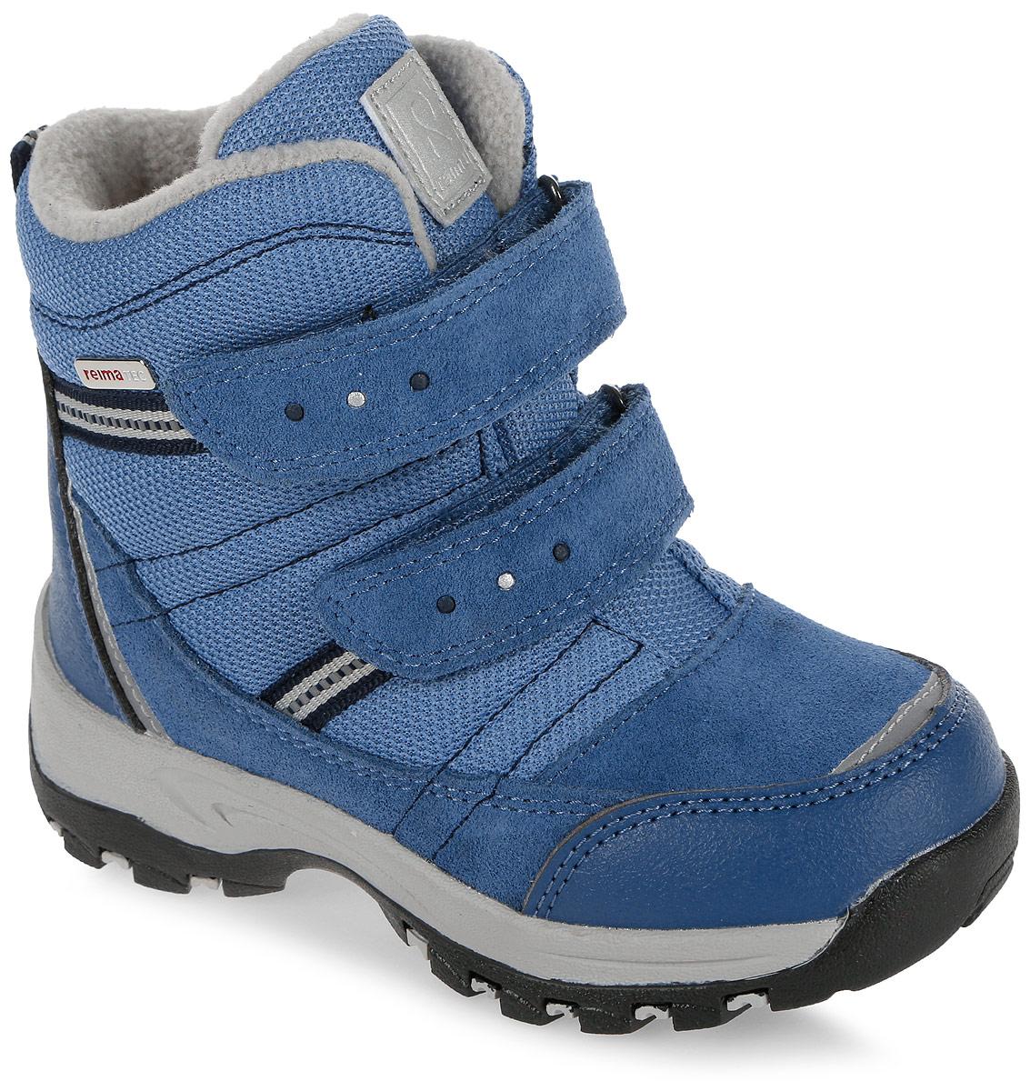 Ботинки детские Reima Visby, цвет: голубой. 5693226740. Размер 315693226740Детские ботинки Reima Visby - очень легко надевать благодаря застежке на липучке. В них дети могут бегать и прыгать по слякоти и снегу и гарантированно останутся сухими – за счет водонепроницаемой конструкции и подкладки с запаянными швами. Верх этих суперботинок изготовлен из текстиля и телячьей замши с усилениями из резины. Ботинки подшиты подкладкой из теплого и мягкого искусственного меха, который надежно защищает от холода. Резиновая подошва обеспечивает прочное сцепление с различными поверхностями, а благодаря теплым съемным фетровым стелькам с рисунком Happy Fit легко подобрать правильный размер или измерить растущую ножку ребенка. Светоотражающие детали обеспечивают дополнительную безопасность в темное время суток.