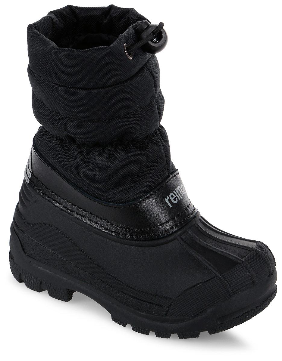 Сапоги детские Reima Nefar, цвет: черный. 5693249990. Размер 325693249990Детские сапоги для снежной погоды Reima Nefar с подошвой из термапластичного каучука - очень популярная и надежная зимняя обувь. Сапоги утепленными голенищами великолепно подходят как для игр в снегу, так и для слякотных дождливых дней, потому что галошная часть изготовлена из совершенно водонепроницаемого и прочного термопластичного каучука. Обратите внимание, на рифленый узор на внешней стороне подошвы спереди каблука: это поможет предотвратить изнашивание штрипок комбинезонов и брюк. Теплая подкладка из текстиля согреет маленькие ножки во время зимних прогулок по морозу. Сапоги легко и быстро надеваются, имеется блокировка от снега на голенище. Благодаря светоотражающей детали на заднике вы сможете видеть ребенка в темноте.