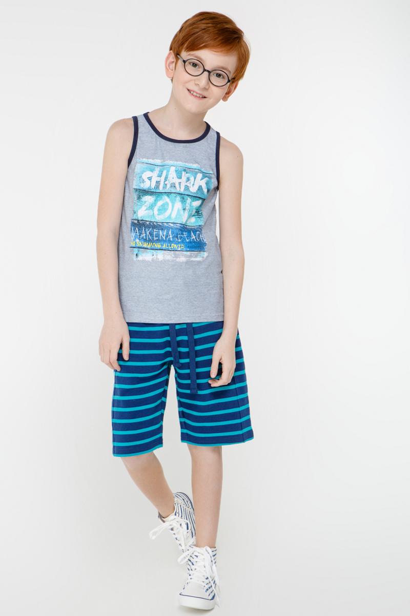 Майка для мальчика Overmoon Shark, цвет: серый. 21114220002_1900. Размер 14621114220002_1900Трикотажная майка Overmoon Shark декорирована ярким принтом спереди. Модель с круглым вырезом горловины и короткими разрезами по бокам.