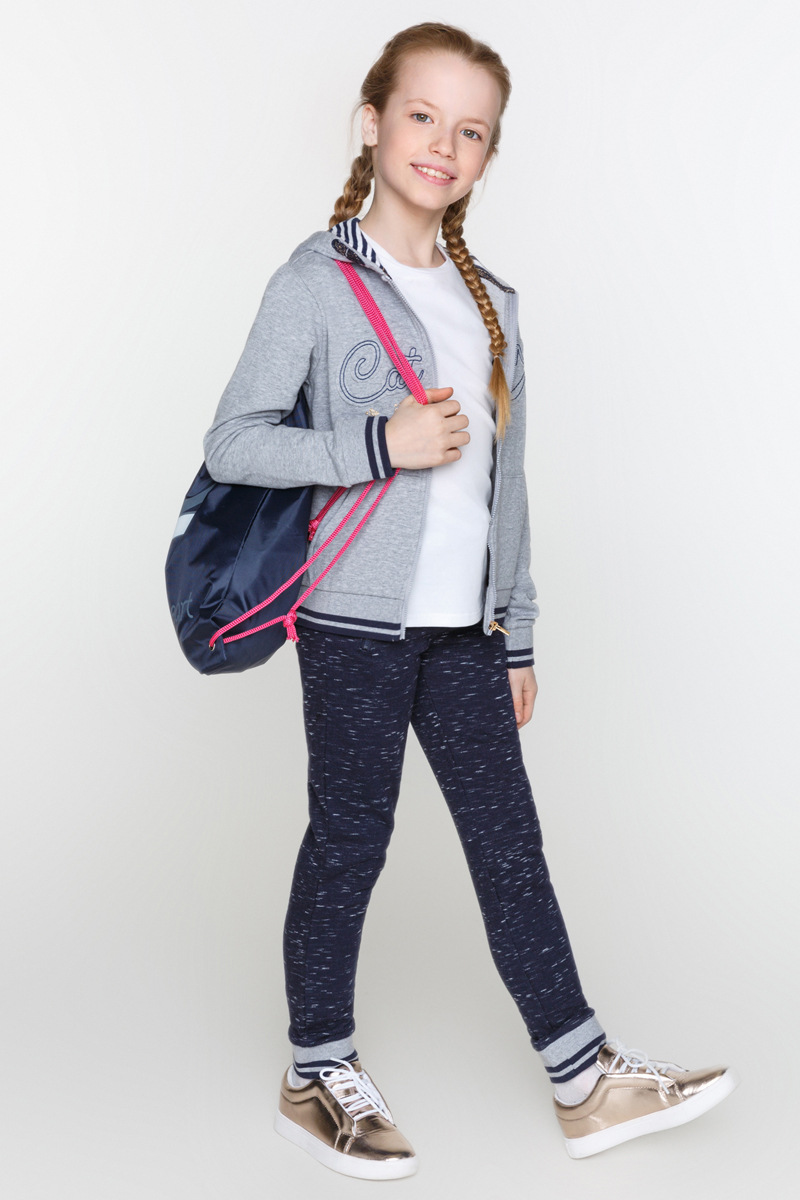 Брюки для девочек Acoola Cyrus, цвет: темно-синий. 20210160100_600. Размер 14020210160100_600Трикотажные спортивные брюки с поясом на эластичной резинке и завязках. Модель с прорезными карманами на молнии по бокам и резинками по низу брючин.