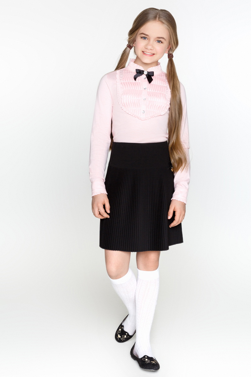 Блузка для девочки Acoola Bjork, цвет: светло-розовый. 20200100007_3400. Размер 13420200100007_3400Блузка Acoola Bjork выполнена из эластичного трикотажа, декорированная контрастной манишкой с оборками и бантиком. Модель приталенного силуэта с воротником-стойкой, длинными рукавами с манжетами на пуговицах и короткой планкой с застежкой на пуговицы.