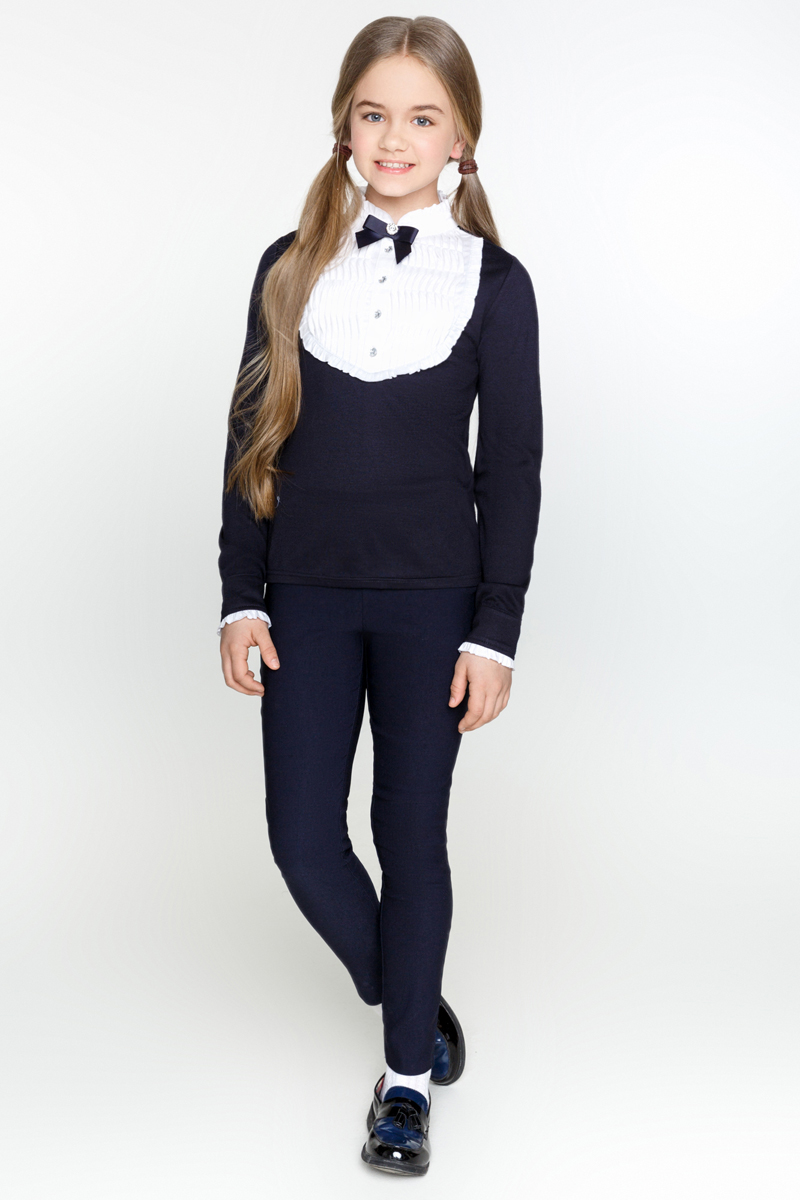 Блузка для девочки Acoola Bjork, цвет: темно-синий. 20200100007_600. Размер 14020200100007_600Блузка Acoola Bjork выполнена из эластичного трикотажа, декорированная контрастной манишкой с оборками и бантиком. Модель приталенного силуэта с воротником-стойкой, длинными рукавами с манжетами на пуговицах и короткой планкой с застежкой на пуговицы.