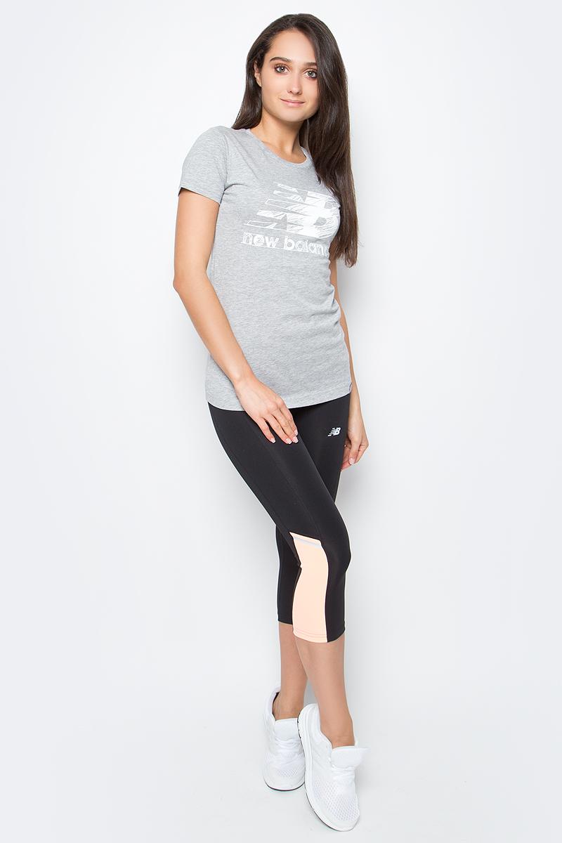 Футболка женская New Balance Sketch Tee, цвет: серый. WT63524/AG. Размер S (44)WT63524/AGФутболка женская Sketch Tee от New Balance выполнена из мягкого трикотажа. Модель прямого силуэта, имеет округлый вырез, короткие рукава, фактурный принт.