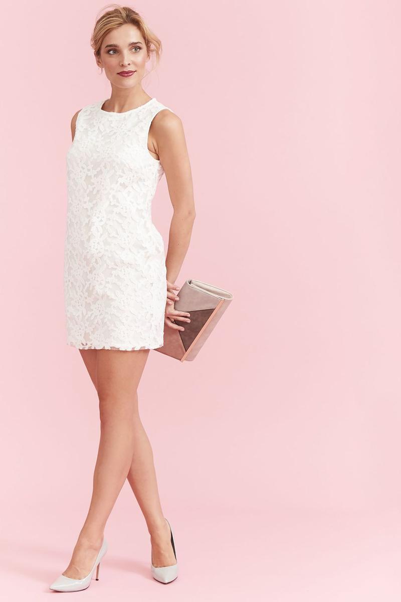 Платье Top Secret, цвет: белый. SSU1900BI. Размер 42 (50)SSU1900BIПлатье Top Secret изготовлено из полиэстера. Модель с круглым вырезом горловины застегивается по спинке на молнию. Верх платья декорирован кружевом.