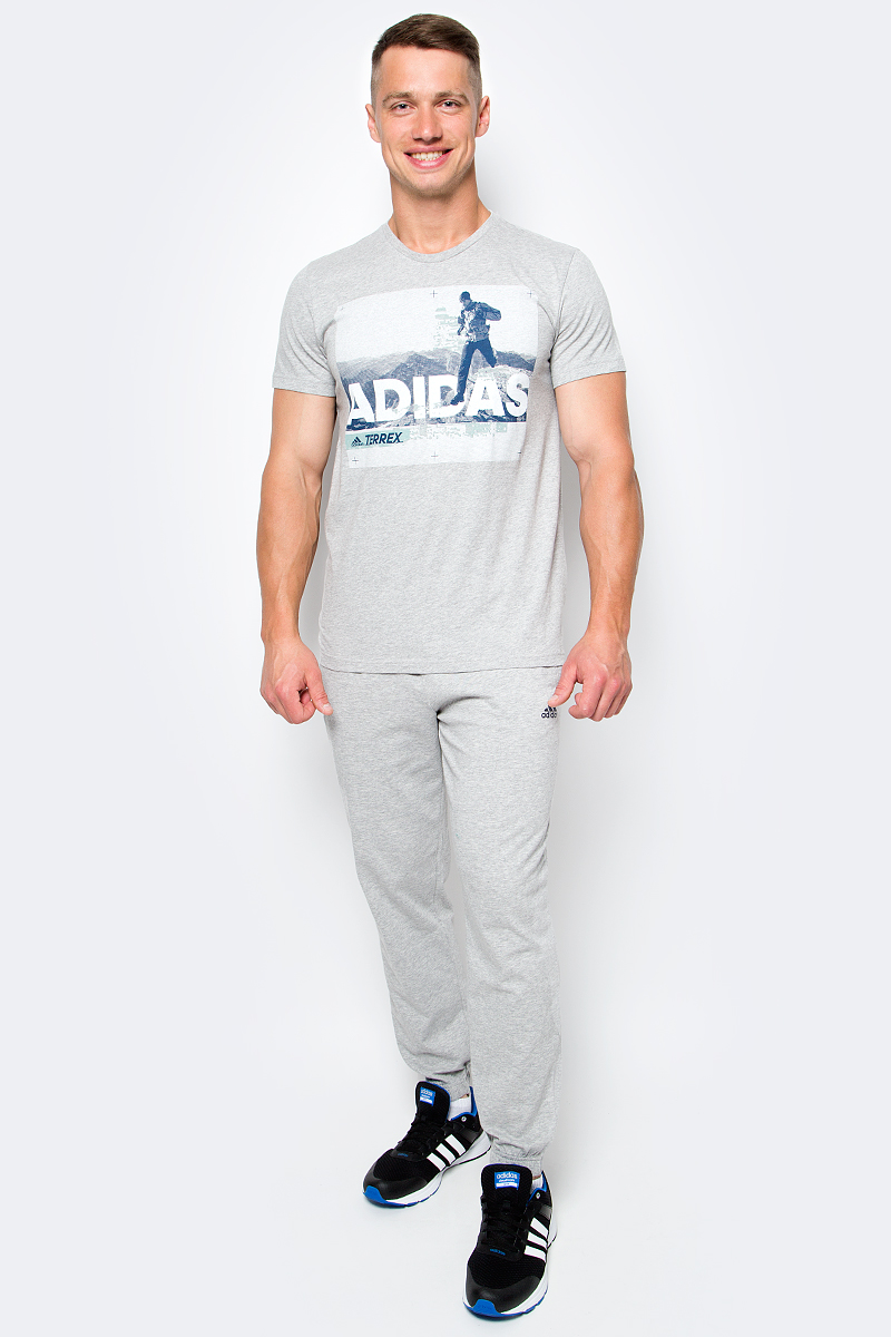 Футболка мужская adidas Trail Run Tee, цвет: серый. BR7205. Размер L (52/54)BR7205Мужская футболка adidas Trail Run Tee выполнена из натурального хлопка. Модель с короткими рукавами и круглым вырезом горловины оформлена интересным принтом.