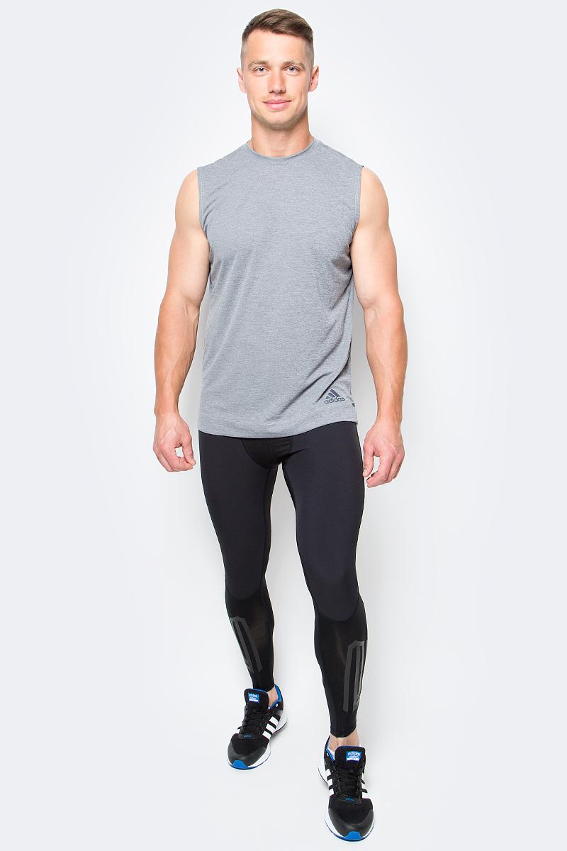Тайтсы компрессионные мужские adidas Tf Tough Lt, цвет: черный. B45499. Размер XL (56/58)B45499Мужские компрессионные тайтсы adidas Tf Tough Lt изготовлены из высококачественного эластичного полиэстера. Тайтсы поддерживающего, компрессионного кроя для высокоинтенсивных тренировок выполнены из гладкой быстросохнущей ткани climalite с ультрамягкими швами, снижающими риск натирания кожи. Легкая и эластичная модель дополнена защитой от УФ-лучей и светоотражающими деталями. Обтягивающие тайтсы дополнены широкой эластичной резинкой на талии и оформлены объемным принтом по голени.