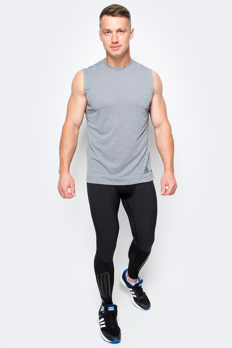 Майка мужская Adidas, цвет: темно-серый. B45912. Размер L (52/54)B45912Внеси разнообразие в свои пробежки с майкой от Adidas. Материал майки эффективно отводит излишки влаги. Светоотражающие полосы спереди и сзади сделает вас различимым на дороге в темное время суток.Шов ворота обработан текстильной бейкой.