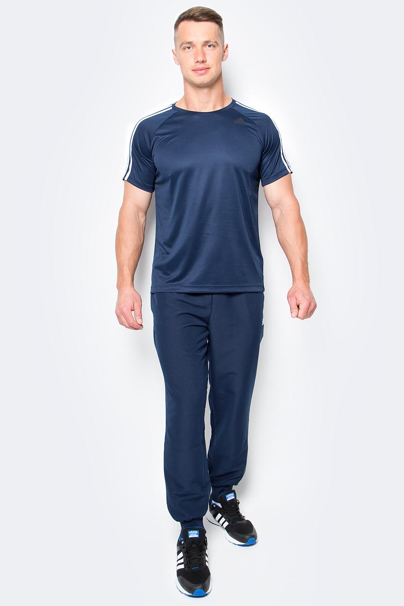 Футболка мужская adidas D2M Tee 3S, цвет: темно-синий. BK0969. Размер L (52/54)BK0969Мужская футболка adidas D2M Tee 3S, выполненная из высококачественного полиэфира, обладает высокой воздухопроницаемостью. Ткань с технологией climalite быстро и эффективно отводит влагу с поверхности кожи, поддерживая комфортный микроклимат. Такая футболка великолепно подойдет как для повседневной носки, так и для спортивных занятий. Модель с короткими рукавами-реглан и круглым вырезом горловины украшена контрастными полосками на рукавах и небольшим принтом с логотипом бренда на груди.