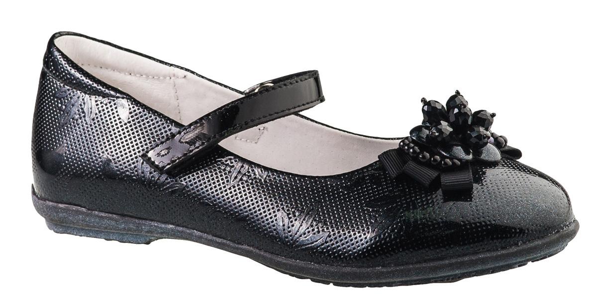 Туфли для девочки BiKi, цвет: черный. A-B20-49-A. Размер 28A-B20-49-AМодные туфли от фирмы BiKi понравятся вашей юной моднице с первого взгляда. Модель выполнена из натуральной и искусственной кожи. Мыс украшен оригинальным бантом. Ремешок на застежке-липучке надежно зафиксирует изделие. Подкладка и стелька, изготовленные из натуральной кожи, предотвратят натирание и гарантируют уют. Стелька дополнена супинатором, который обеспечивает правильное положение ноги ребенка при ходьбе, предотвращает плоскостопие. Подошва, выполненная из полимерного материала, оснащена рифлением для лучшего сцепления с различными поверхностями. Стильные и удобные туфли - незаменимая вещь в гардеробе каждой школьницы.