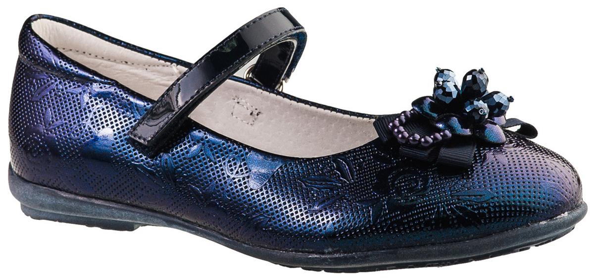 Туфли для девочки BiKi, цвет: синий. A-B20-49-D. Размер 29A-B20-49-DМодные туфли от фирмы BiKi понравятся вашей юной моднице с первого взгляда. Модель выполнена из натуральной и искусственной кожи. Мыс украшен оригинальным бантом. Ремешок на застежке-липучке надежно зафиксирует изделие. Подкладка и стелька, изготовленные из натуральной кожи, предотвратят натирание и гарантируют уют. Стелька дополнена супинатором, который обеспечивает правильное положение ноги ребенка при ходьбе, предотвращает плоскостопие. Подошва, выполненная из полимерного материала, оснащена рифлением для лучшего сцепления с различными поверхностями. Стильные и удобные туфли - незаменимая вещь в гардеробе каждой школьницы.