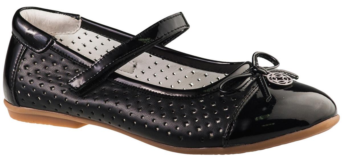 Туфли для девочки BiKi, цвет: черный. A-B20-53-A. Размер 38A-B20-53-AМодные туфли от фирмы BiKi понравятся вашей юной моднице с первого взгляда. Модель выполнена из комбинированной кожи. Перфорация обеспечивает лучшую воздухопроницаемость. Мыс украшен бантиком с металлической подвеской. Ремешок на застежке-липучке надежно зафиксирует изделие. Подкладка и стелька, изготовленные из натуральной кожи, предотвратят натирание и гарантируют уют. Стелька дополнена супинатором, который обеспечивает правильное положение ноги ребенка при ходьбе, предотвращает плоскостопие. Подошва, выполненная из полимерного материала, оснащена рифлением для лучшего сцепления с различными поверхностями. Стильные и удобные туфли - незаменимая вещь в гардеробе каждой школьницы.
