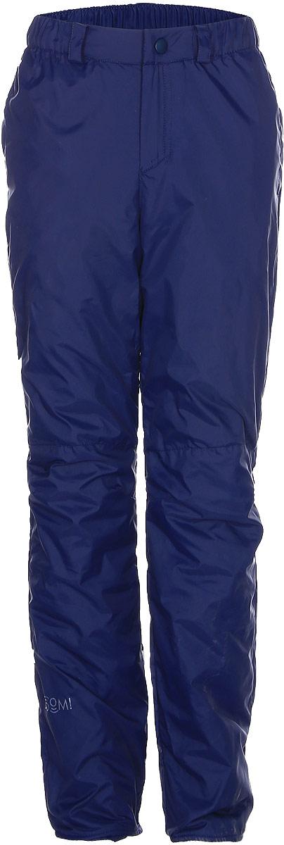 Брюки утепленные для мальчика Boom!, цвет: темно-синий. 70030_BOB_вар.1. Размер 104, 3-4 года70030_BOB_вар.1Утепленные брюки для мальчика Boom! прямого кроя и стандартной посадки изготовлены из водонепроницаемой и ветрозащитной мембранной ткани на основе полиэстера, подкладка выполнена из мягкого флиса. Брюки дополнены широкой эластичной резинкой на поясе. Объем талии регулируется при помощи внутренней эластичной резинки с пуговицами. Брюки оснащены съемными эластичными подтяжками на липучках. Изделие дополнено двумя втачными карманами спереди. Модель оформлена светоотражающими полосками. Уважаемые клиенты! Просим обратить ваше внимание, что брюки до 122 размера комплектуются регулируемыми подтяжками. Начиная со 128 размера, брюки застегиваются на кнопку и имеют ширинку на застежке-молнии.
