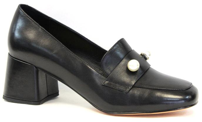 Туфли женские Graciana, цвет: черный. A5226-20-1. Размер 37A5226-20-1Женские туфли от Graciana выполнены из натуральной кожи. Модель на устойчивом каблуке, мыс оформлен декоративным элементом. Подкладка, изготовленная из натуральной кожи, обладает хорошей влаговпитываемостью и естественной воздухопроницаемостью. Стелька из натуральной кожи гарантирует комфорт и удобство стопам. Подошва из полимерного термопластичного материала обеспечивает хорошую амортизацию и сцепление с любой поверхностью.