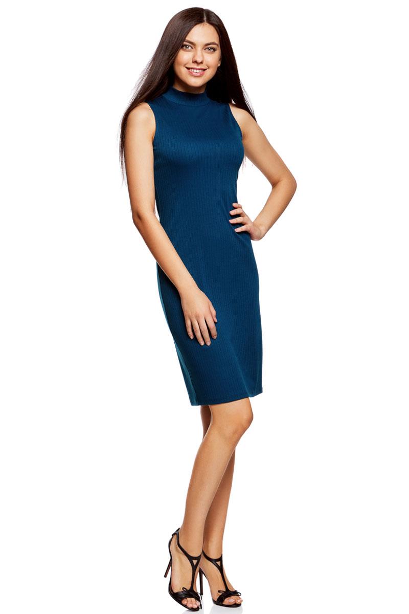 Платье oodji Ultra, цвет: синий. 14005138/46464/7901N. Размер S (44)14005138/46464/7901NОблегающее платье oodji изготовлено из качественного смесового материала. Модель-миди выполнена без рукавов и с воротником-стойкой.
