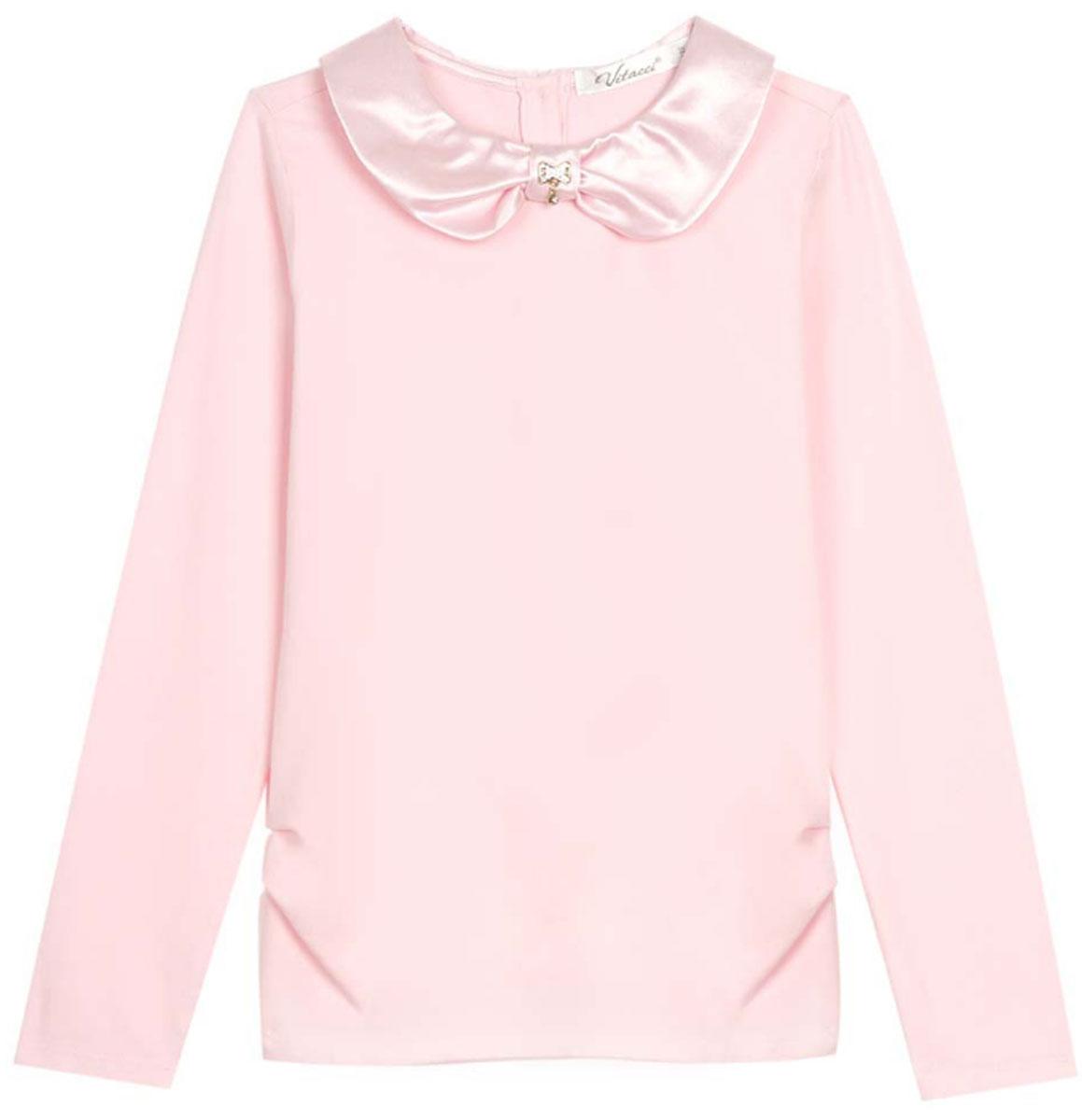 Блузка для девочки Vitacci, цвет: розовый. 2173007-11. Размер 1402173007-11Школьная блузка для девочки от Vitacci выполнена из эластичного хлопкового трикотажа. Модель с длинными рукавами и отложным атласным воротничком на спинке застегивается на пуговицы.