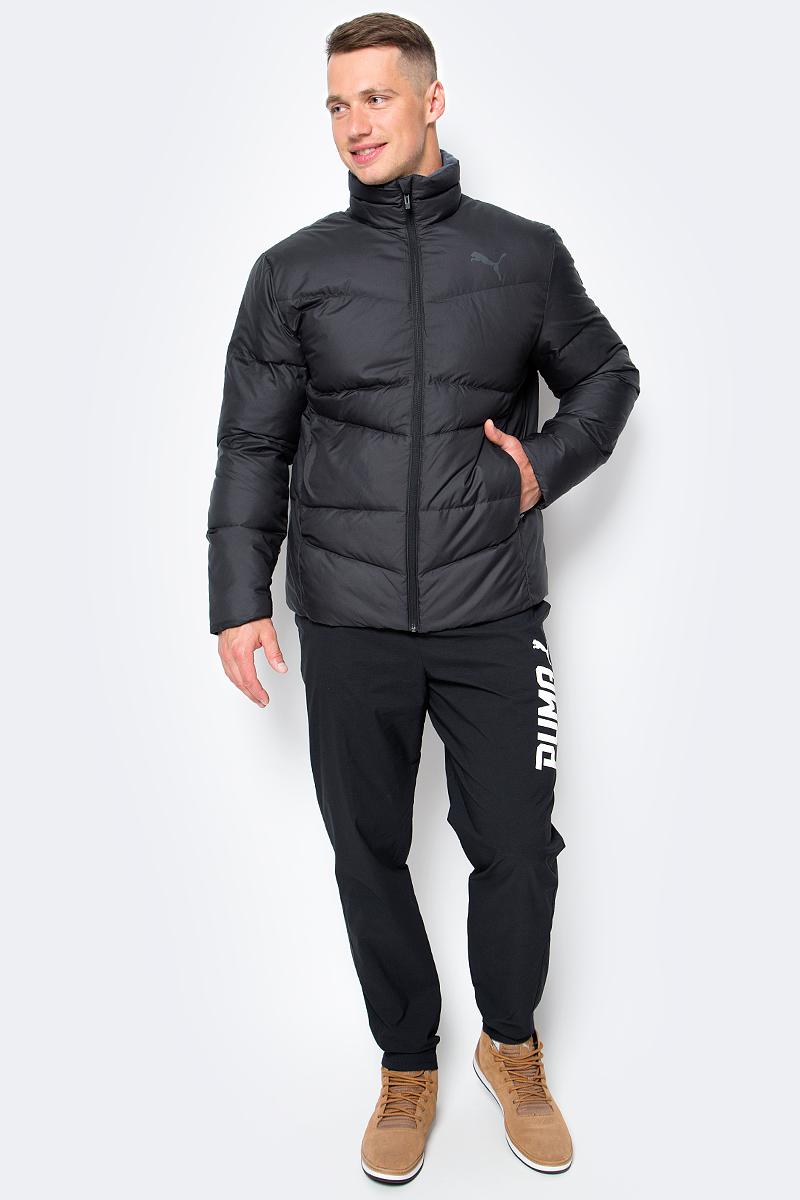 Куртка мужская Puma ESS Down Jacket, цвет: черный. 83864101. Размер XL (52)838641_01Куртка Puma выполнена из стеганного текстиля. Модель декорирована логотипом PUMA, нанесенным методом глянцевой печати, а также силиконовой эмблемой PUMA. Среди других отличительных особенностей модели – воротник с подкладкой из флиса, надежно закрывающий спереди шею и подбородок и ветрозащитным клапаном, боковые карманы на молнии в швах с односторонней подкладкой из флиса, отделка изнутри эластичным материалом манжет и подола, петля для вешалки, внутренний карман для электронных устройств с клапаном, висячий ярлык с указанием состава наполнителя.