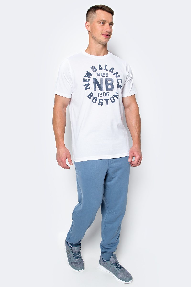Брюки спортивные мужские New Balance, цвет: синий. MP63560/DPE. Размер L (48/50)MP63560/DPEУдобные мужские спортивные брюки New Balance великолепно подойдут для отдыха, повседневной носки, а также для занятий спортом. Модель зауженного к низу кроя и средней посадки изготовлена из хлопка с добавлением полиэстера, благодаря чему великолепно пропускает воздух, обладает высокой гигроскопичностью и превосходно сидит, обеспечивая вам комфорт даже во время интенсивных тренировок. Брюки имеют широкую эластичную резинку на поясе, объем талии регулируется при помощи шнурка. Брючины дополнены трикотажными манжетами. Изделие дополнено двумя карманами спереди.Эти модные и в тоже время удобные брюки - настоящее воплощение комфорта. В них вы всегда будете чувствовать себя уверенно и уютно, и непременно достигнете новых спортивных высот.