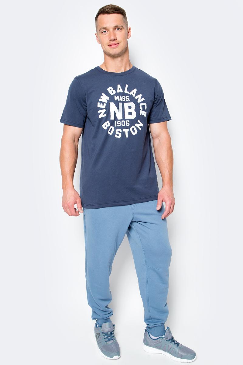 Футболка мужская New Balance Boston Tee, цвет: синий. MT71506/NV. Размер XXL (52/54)MT71506/NVФутболка мужская Boston Tee от New Balance выполнена из тонкого трикотажа. Модель прямого кроя. Имеет круглый вырез, короткий рукав, спереди принт.