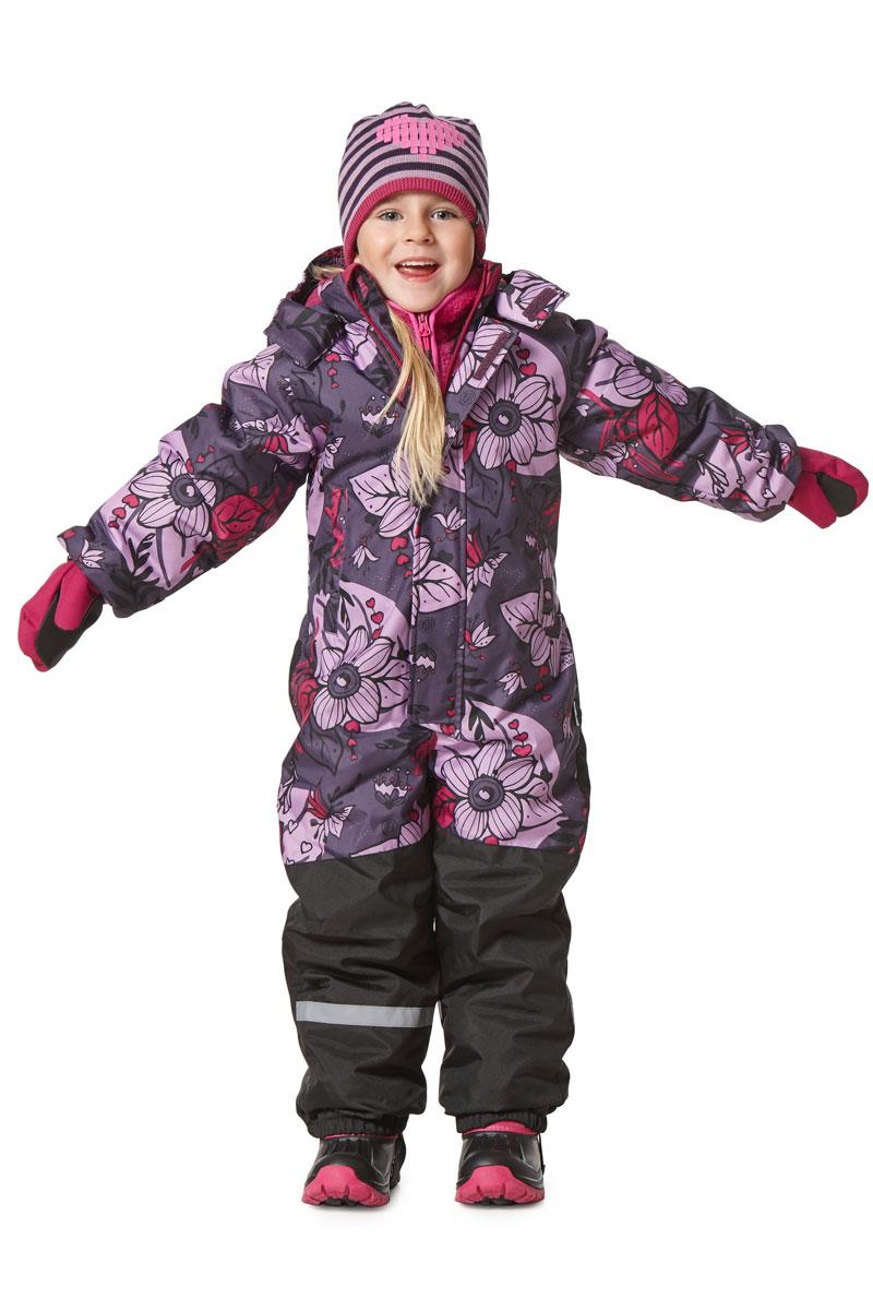 Комбинезон утепленный для девочек Lassie, цвет: серый, сиреневый, розовый. 7207135781. Размер 1167207135781Зимний комбинезон Lassie для девочки изготовлен из сверхпрочного и водонепроницаемого материала с водоотталкивающим покрытием. Модель предназначена для детей, которые любят играть на улице в даже в холодную и сырую погоду. Сидельный шов проклеен, благодаря чему ребенку обеспечено тепло и сухость. Комбинезон имеет съемный капюшон на кнопках с мягкой и теплой подкладкой. Благодаря длинной молнии с защитой подбородка, расположенной спереди, изделие легко одевается. Предусмотрен ветрозащитный клапан на липучках. Рукава дополнены эластичными манжетами на резинках. По нижнему краю брючины оснащены съемными штрипками. Модель имеет два прорезных боковых кармана. На спинке и по брючинам комбинезона предусмотрены светоотражающие элементы для безопасности ребенка в темное время суток. Комбинезон оформлен оригинальным принтом. В таком комбинезоне вашему ребенку будет комфортно и уютно в любую непогоду.