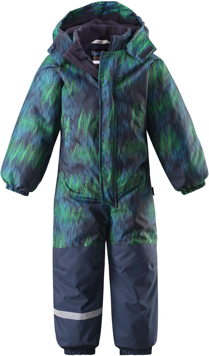 Комбинезон утепленный детский Lassie, цвет: синий, серый, зеленый. 7207136963. Размер 1047207136963Детский зимний комбинезон Lassie изготовлен из сверхпрочного и водонепроницаемого материала с водоотталкивающим покрытием. Модель предназначена для детей, которые любят играть на улице в даже в холодную и сырую погоду. Сидельный шов проклеен, благодаря чему ребенку обеспечено тепло и сухость. Комбинезон имеет съемный капюшон на кнопках с мягкой и теплой подкладкой. Благодаря длинной молнии с защитой подбородка, расположенной спереди, изделие легко одевается. Предусмотрен ветрозащитный клапан на липучках. Рукава дополнены эластичными манжетами на резинках. По нижнему краю брючины оснащены съемными штрипками. Модель имеет два прорезных боковых кармана. На спинке комбинезона предусмотрены светоотражающие элементы для безопасности ребенка в темное время суток.В таком комбинезоне вашему ребенку будет комфортно и уютно в любую непогоду.