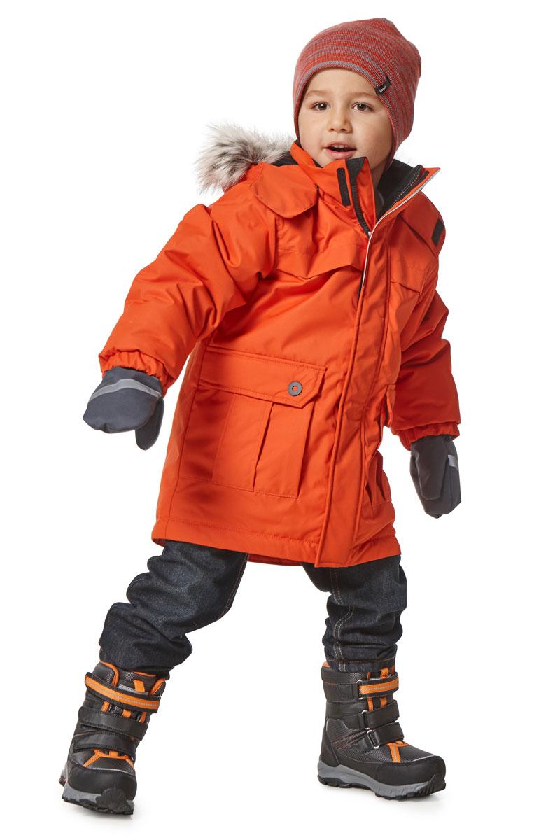 Куртка детская Lassie, цвет: оранжевый. 7217172890. Размер 1347217172890Детская куртка-парка Lassie c длинными рукавами, съёмным капюшоном и воротником-стойкой изготовлена из ветронепроницаемого, дышащего материала с верхним водо- и грязеотталкивающим слоем. Капюшон оформлен искусственным мехом, который при желании можно отстегнуть. Подкладка - полиэстер. Наполнитель - синтепон. Модель застегивается на застежку-молнию спереди и имеет ветрозащитный клапан на липучках. Парка имеет два накладных кармана с клапанами. Рукава оснащены эластичными резинками на манжетах. Изделие дополнено светоотражающим логотипом на спинке.